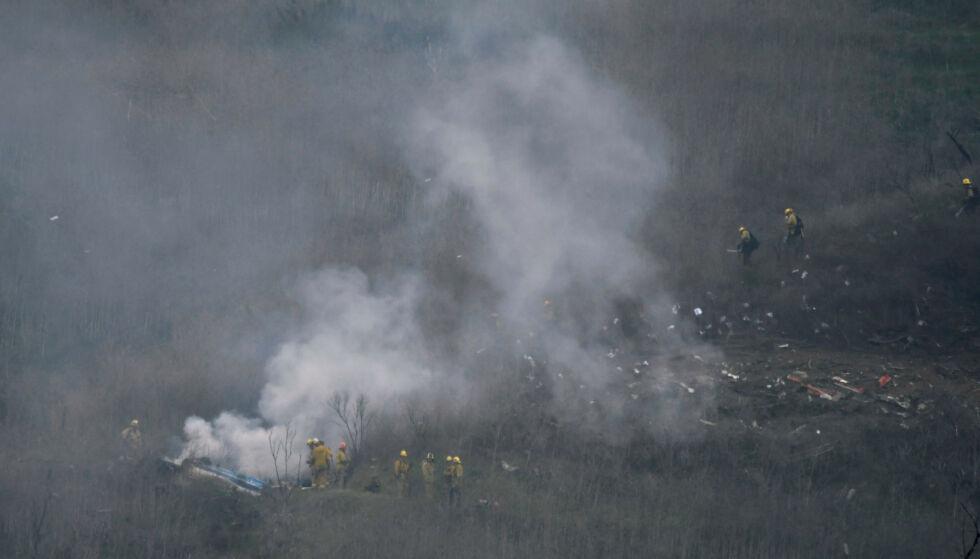 KRASJET: Brannmenn fra LA County på krasjstedet hvor Kobe Bryants helikopter gikk ned. Foto: REUTERS/ Gene Blevins/ NTB scanpix