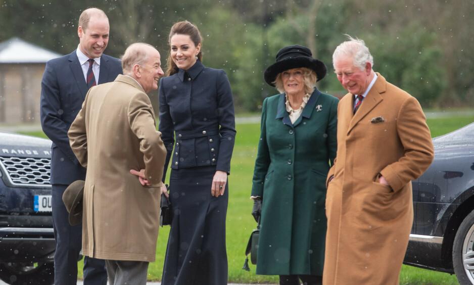 <strong>SAMMEN:</strong> Prins Charles og hertuginne Camilla besøkte et rehabiliteringssenter sammen med prins William og hertuginne Kate denne uken. Foto: NTB scanpix