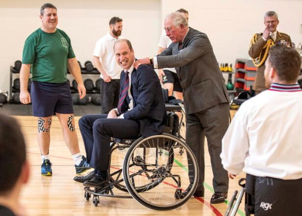 <strong>SPILTE BASKET:</strong> Prins William spilte basket i rullestol sammen med pasienter fra rehabiliteringssenteret. Foto: NTB scanpix