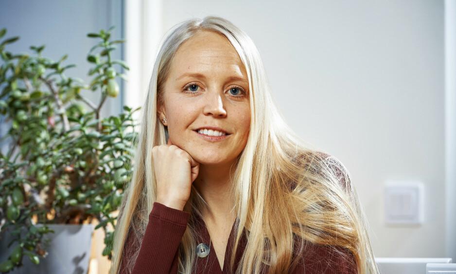 TAKKNEMLIG: Charlotte Stode takker blodgivere for at hun hver måned kan få påfyll av nytt blod. Hun er helt avhengig av det på grunn av den sjeldne sykdommen hun er rammet av. Foto: Stefan Lindblom