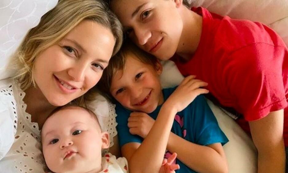 FAMILIEKJÆR: Kate Hudson har tre barn med tre ulike menn, og ser ikke bort ifra at familien kan bli utvidet ytterligere i fremtiden. Foto: Skjermdump fra Instagram