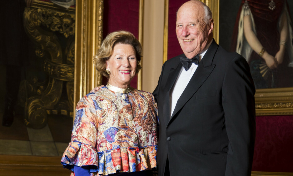 BURSDAGSKONGEN: Kong Harald fyller hele 83 år i dag. Det feires privat, opplyser Slottet. Her er kongen og dronning Sonja fotografert sammen i 2018. Foto: Heiko Junge / NTB scanpix