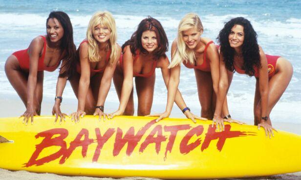2000: Her er skuespillerne avbildet sammen. Fra venstre ser vi Traci Bingham, Donna D`Errico, Yasmine Bleeth, Gena Lee Nolin og Nancy Valen. Foto: NTB Scanpix