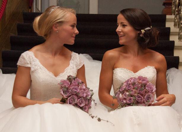 EKTEPAR: I 2014 ga Margaret og Helle Knutson Aase hverandre sine ja. De jobber sammen den dag i dan, blant annet med å arrangere treningsreiser til utlandet. På sikt drømmer også om å starte treningssenter sammen. Foto: Privat