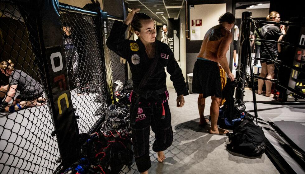 UNDERVISER: Selv om Margaret Knutson Aase har lagt livet som profesjonell jiu-jitsu på hylla, underviser hun andre i kampsporten flere ganger i uken. Foto: Christian Roth Christensen/ Dagbladet