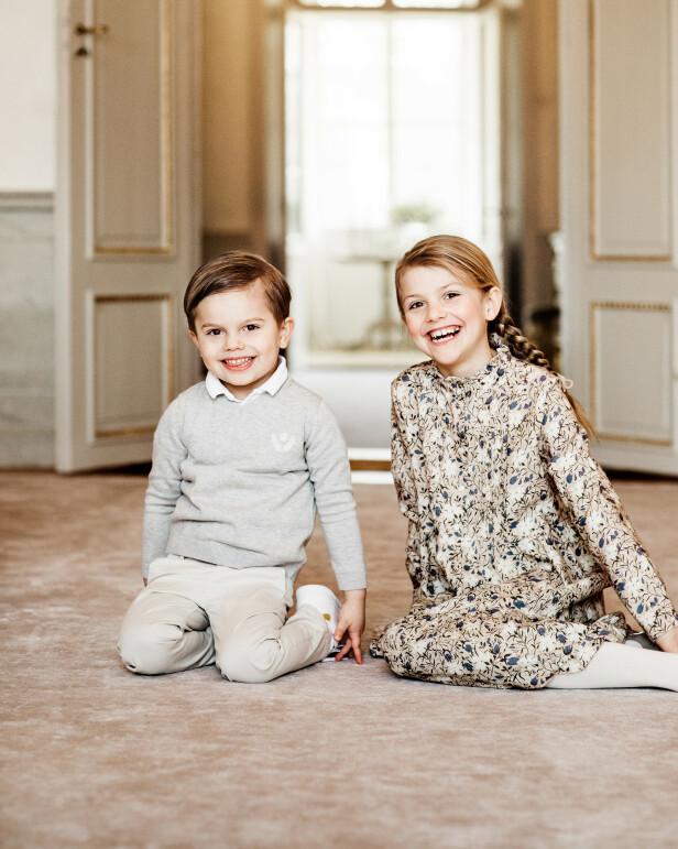SØSKEN: Det er ingen tvil om at prinsesse Estelle og lillebroren prins Oscar er noen storsjarmører. Foto: Linda Broström/Kungl. Hovstaterna