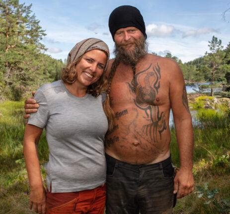 SOM ERTERIS: Eunike Hoksrød og Frank Tore Aniksdal lot seg mer enn gjerne avbildes sammen under innspillingen av «Torpet». Foto: Alex Iversen / TV 2