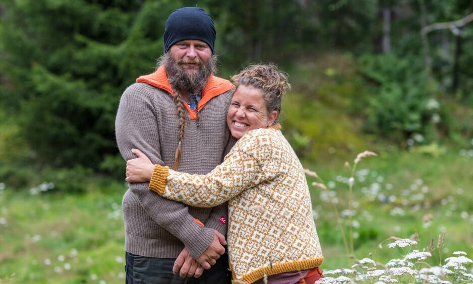 KJÆRESTER: De velkjente «Farmen»-deltakerne Frank Tore Aniksdal (50) og Eunike Hoksrød (41) fikk et nært forhold under innspillingen av «Torpet» i fjor høst. Nå har de tatt vennskapet ett steg videre. Foto: Alex Iversen / TV 2