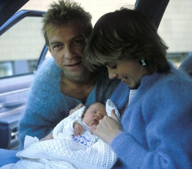 STOLT FAR: Jahn Teigen og Anita Skorgan viser fram dattera Sara i 1984. Foto: NTB Scanpix