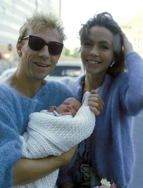 STOLT PAPPA: Jahn Teigen og Anita Skorgan med datteren Sara i 1984. Foto: Per Løchen / NTB Scanpix