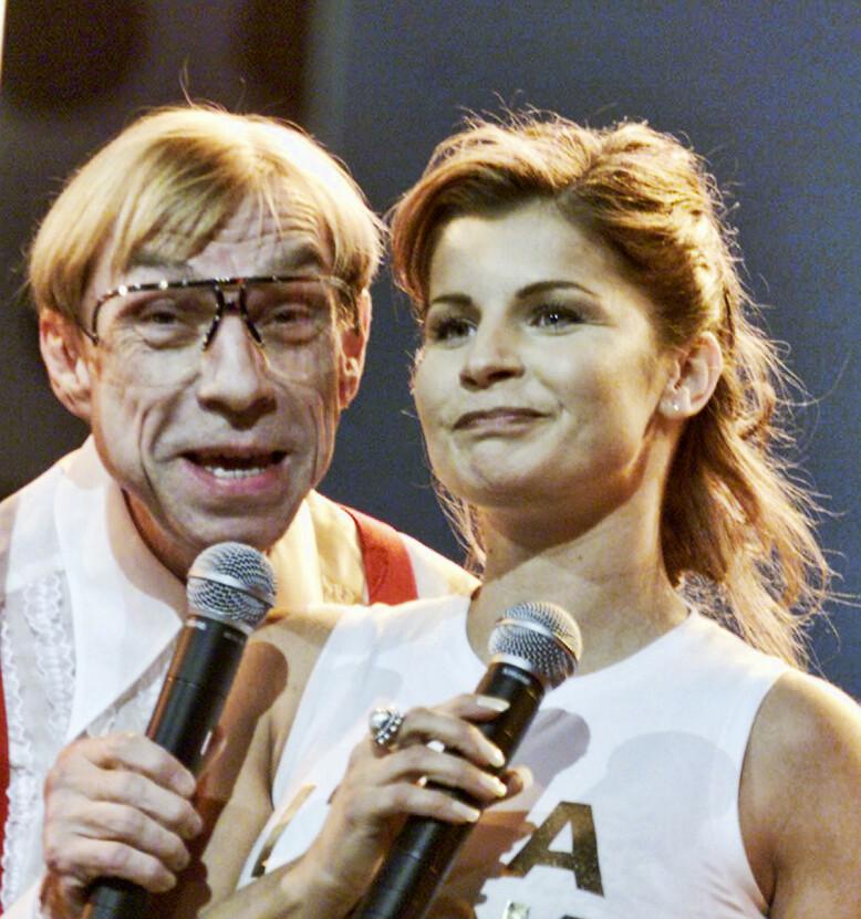 PROGRAMLEDER: I 2001 var Jahn Teigen programleder under Melodi Grand Prix i Oslo Spektrum, sammen med Carola Häggkvist. Foto: Morten Holm / NTB Scanpix