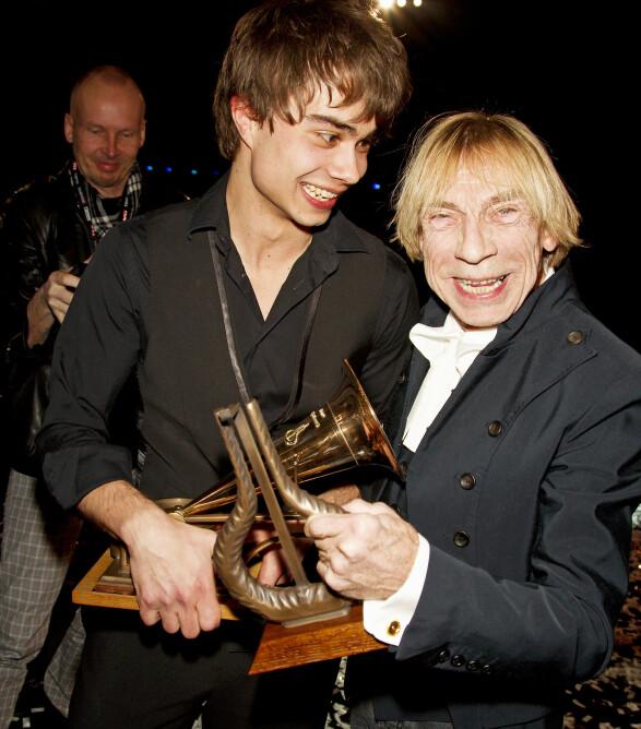 SPELLEMANN: Jahn Teigen vant hedersprisen under Spellemannutdelingen i 2009. Her med Alexander Rybak. Foto: Andreas Fadum/ Se og Hør