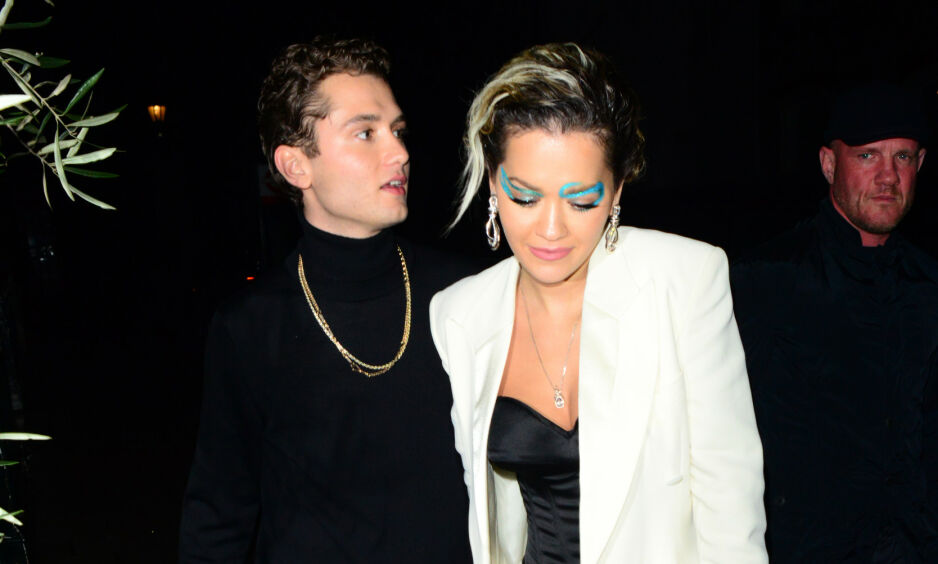 KORT ROMANSE: Rafferty Law og Rita Ora dukket opp hånd i hånd i desember. Nå skal romansen mellom dem ha tatt slutt. Foto: NTB Scanpix