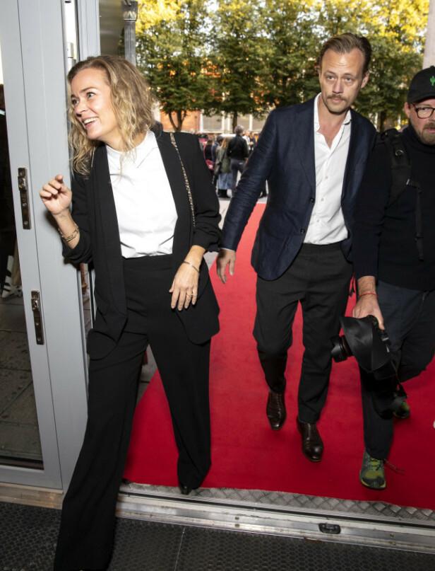 NY KJÆRESTE: Her er Verndal med kjæresten på en premiere i september 2019. Forholdet er imidlertid ikke blitt kjent før nå. Foto: Andreas Fadum / Se og Hør