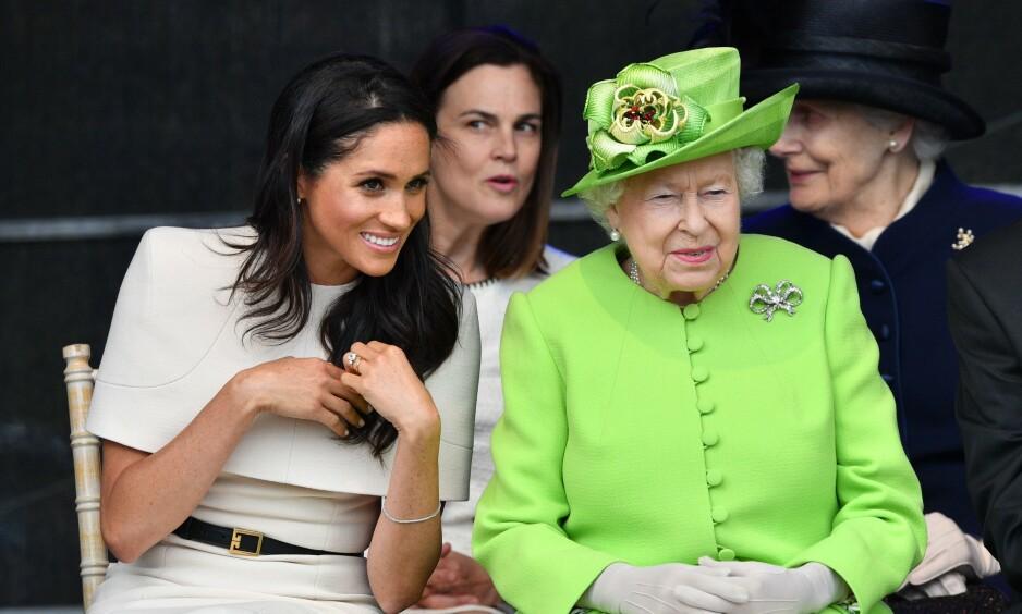 - UTMATTET: Det har vært et stormfullt år for den britiske kongefamilien, og det skal ha gått innpå familiens overhode, dronning Elizsabeth (93). Her er hun sammen med hertuginne Meghan i 2018. Foto: NTB Scanpix
