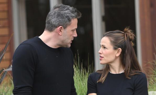 NÆRE VENNER: Ben Affleck og Jennifer Garner holder fortsatt kontakt etter skilsmissen i 2018. Her er de avbildet i februar 2020. Foto: NTB Scanpix