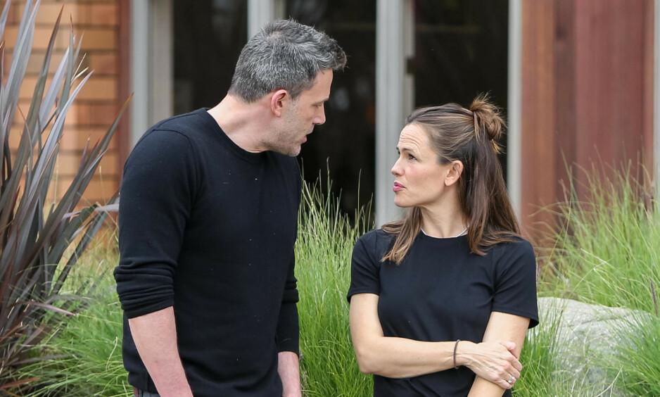 OBSERVERT SAMMEN: Eksparet Ben Affleck og Jennifer Garner ble denne uken sett sammen i Los Angeles. For et par uker siden uttalte førstnevnte at han angret på skilsmissen. Foto: NTB Scanpix
