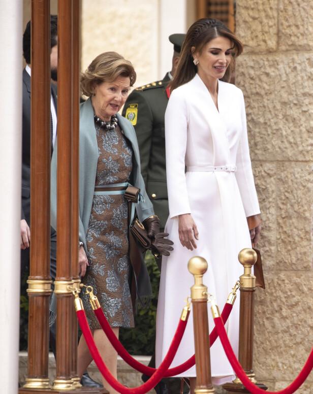 STATSBESØK: Dronning Sonja og Jordans dronning Rania i Amman mandag. Foto: Andreas Fadum / Se og Hør