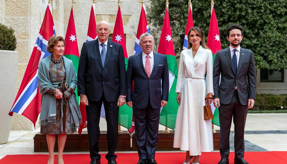 I JORDAN: Fra. 2. til 4. mars er det norske kongeparet på statsbesøk i Jordan. Her er de med kong Abdullah og dronning Rania, samt kronprins Hussein. Foto: NTB Scanpix