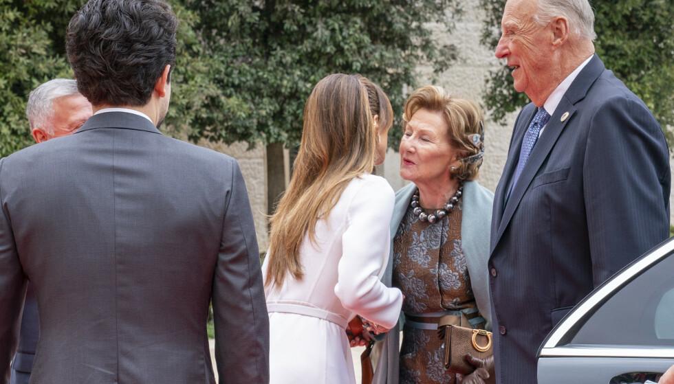 VARMT VELKOMMEN: Kongeparet fikk en varm velkomst da de mandag innledet sitt tre dager lange statsbesøk til Jordan. Foto: Heiko Junge / NTB scanpix