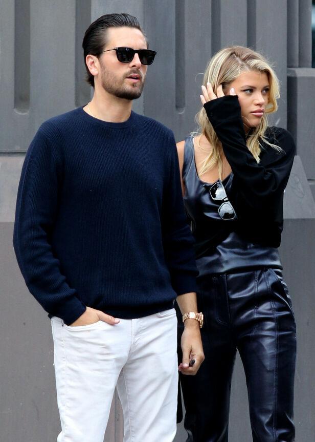 GIR BLANKE: Sofia Richie kunne ikke brydd seg mindre om kritikerne. Her er hun med kjæresten Scott i fjor. Foto: NTB Scanpix