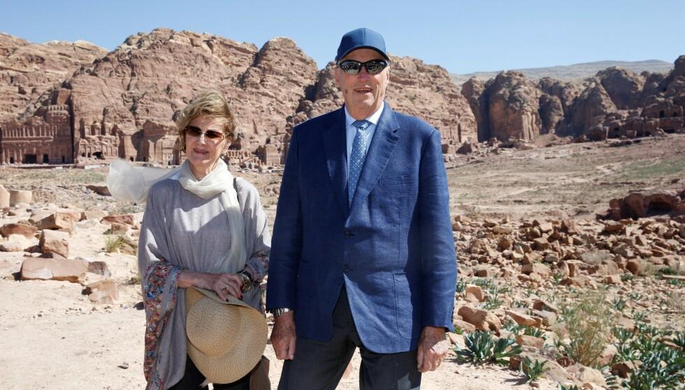 I JORDAN: Kongeparet er for tiden i Jordan på statsbesøk. Etter å ha sett Petra, svarte de på spørsmål fra pressen. Da uttalte de blant annet seg om Ari Behns bortgang. Foto: Andreas Fadum / Se og Hør