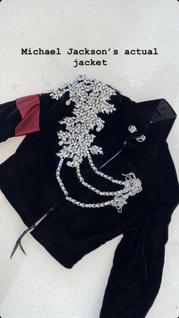 JULEGAVE: Denne jakken ble kjøpt av Kim Kardashian før jul, og ble gitt i gave til datteren. Foto: Instagram