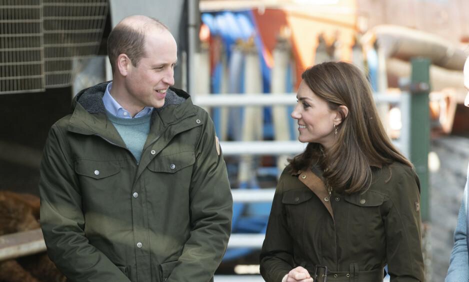 ARTIGPER: Prins William er denne uken på besøk i Irland sammen med hertuginne Kate. Der snakket han med helsearbeidere, og coronaviruset kom naturlig nok opp i samtalen. Foto: NTB scanpix