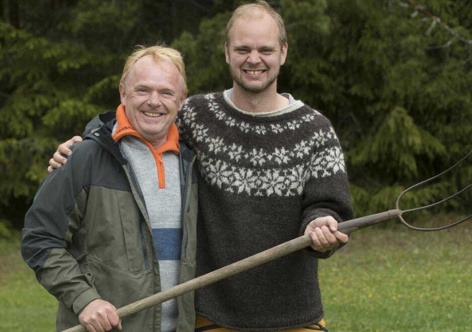 REALITY-VENNSKAP: Per Sandberg og Mímir Kristjánsson står på hver sin side politisk, men oppdaget et vennskap på «Farmen kjendis»-gården. Foto: Morten Eik/ Se og Hør