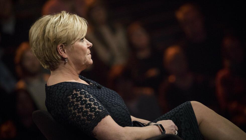STØTTE: Siv Jensen fokuserer på å være til stede for lillesøstera. Foto: NRK