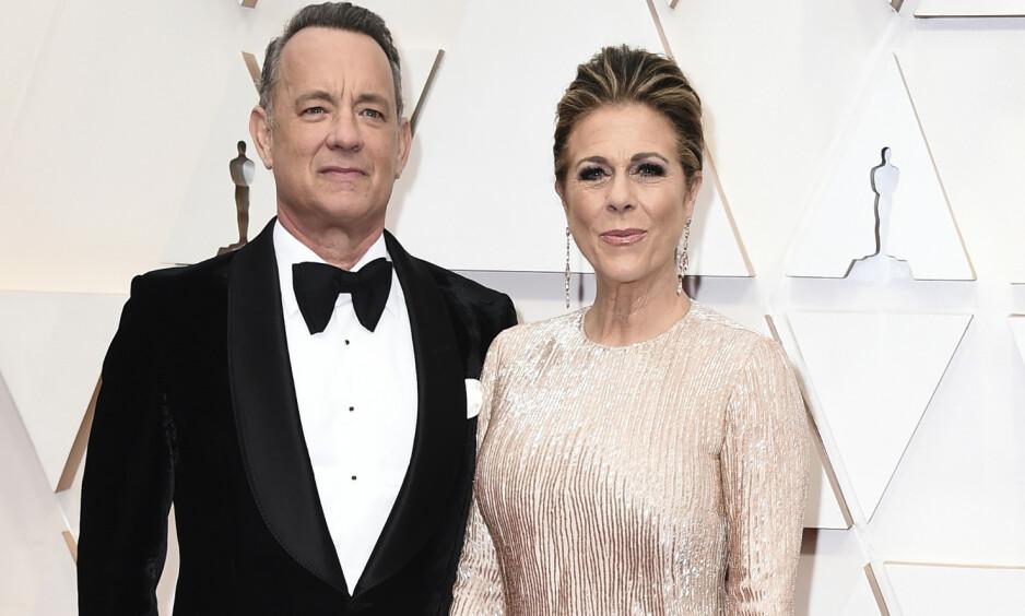 SMITTET: Tom Hanks og kona Rita Wilson avbildet under Golden Globes-utdelingen i januar i år. Foto: AP/ NTB scanpix