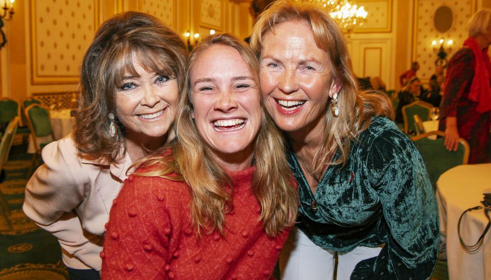 IMPONERT: - Birgit er helt enestående! Makan til jente med tæl, sier Wenche Myhre (t.v.) og Gerd Kjos, gift med Norwegian-gründeren Bjørn Kjos. Foto: Tor Lindseth/ Se og Hør