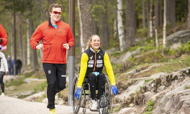 AKTIV: Birgit trener mye, som her rundt Sognsvann i Oslo med tidligere kjæreste Martin Sletten. De er fortsatt gode venner etter bruddet i november. Foto: Tor Lindseth/ Se og Hør