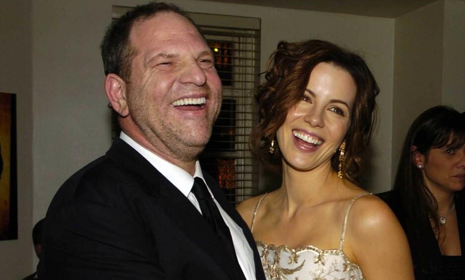 ÅPNER OPP: Den britiske skuespilleren Kate Beckinsale skriver i et innlegg på Instagram at hun er lettet over at filmmogulen Harvey Weinstein er dømt til 23 års fengsel. Hun skriver også om en svært uhyggelig opplevelse med Weinstein etter en filmpremiere i 2001. Her er de to på «The Aviator»-premieren i 2004. Foto: NTB Scanpix