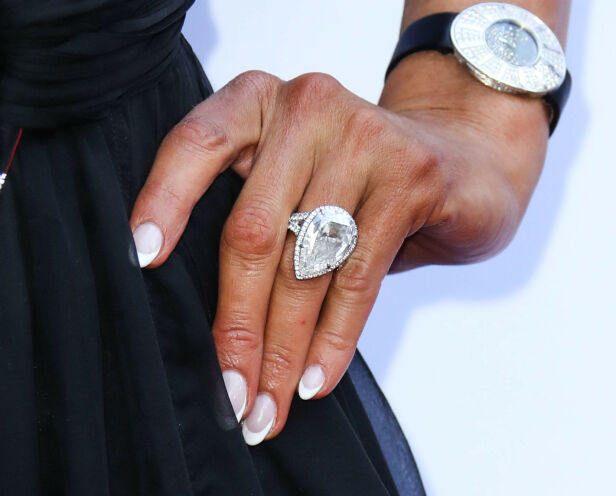 BRØT FORLOVELSEN: Paris Hilton fikk denne ringen - i retur brøt hun forlovelsen etter nesten et år. Foto: NTB scanpix