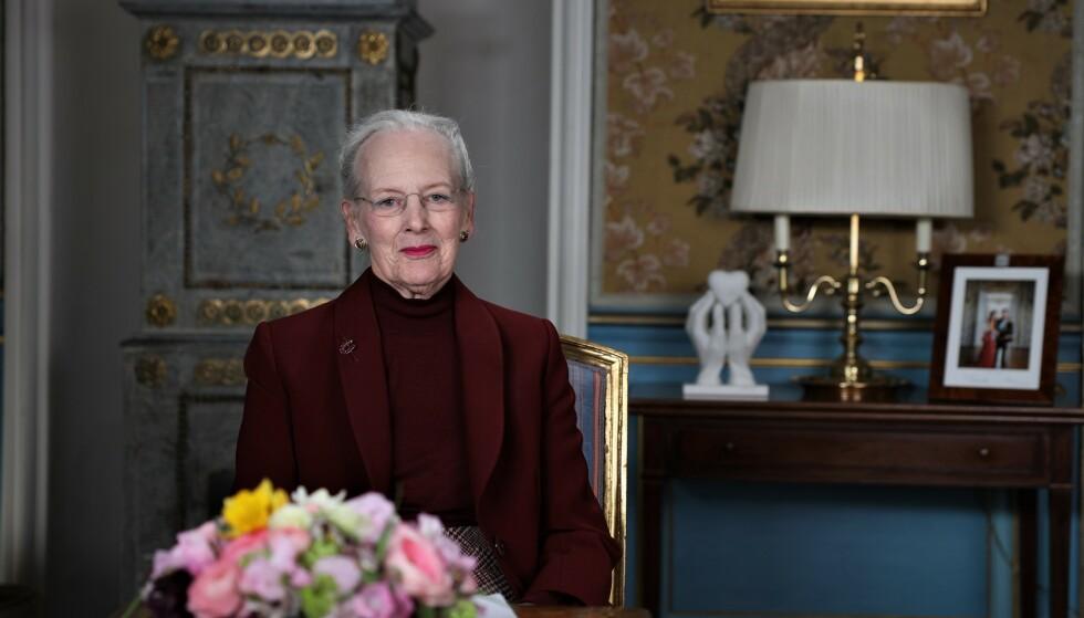 OPPFORDRING: Dronning Margrethe ber det danske folk følge myndighetenes råd. Her er hun avbildet i forbindelse med talen. Foto: NTB Scanpix