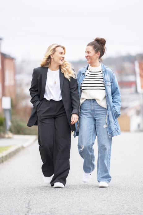 STØTTER HVERANDRE: Mor og datter deler et tett bånd og kan snakke sammen om alt. Foto: Espen Solli / Se og Hør