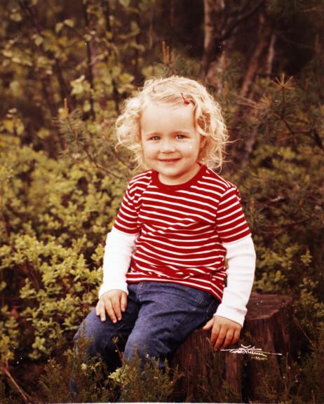 UTADVENDT OG OMSORGSFULL: Som barn var Hanna-Martine en blid, utadvendt og omsorgsfull jente, og vokste opp med tette bånd til den nærmeste familien hjemme i Sarpsborg. Foto: Privat