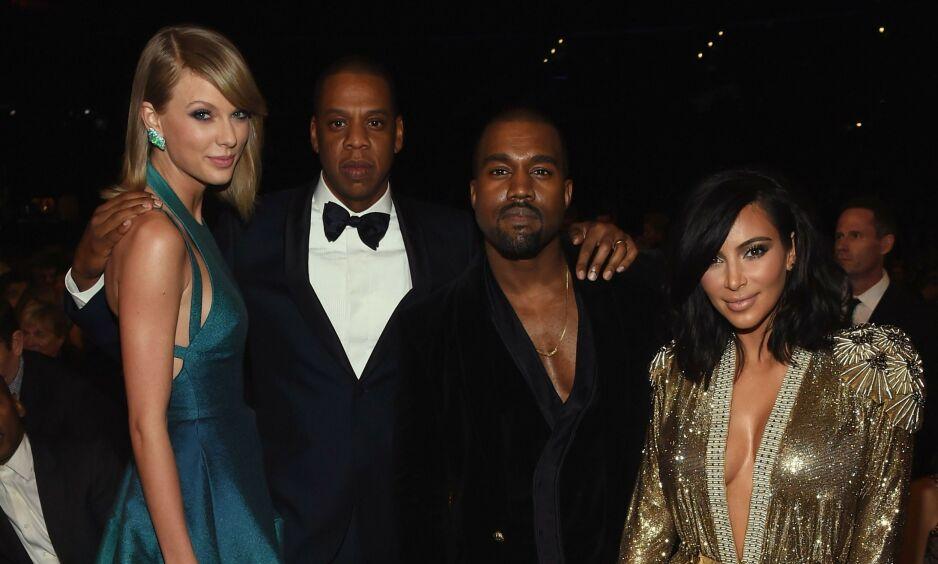OPPKLART: Kanye West og Taylor Swift har aldri vært bestevenner, men de siste årene har de virkelig vært bitre fiender. En lekket telefonsamtale mellom de to viser nå at en av partene har løyet helt siden 2016. Her er duoen fotografert sammen med Jay Z og Kim Kardashian i 2015. Foto: NTB scanpix