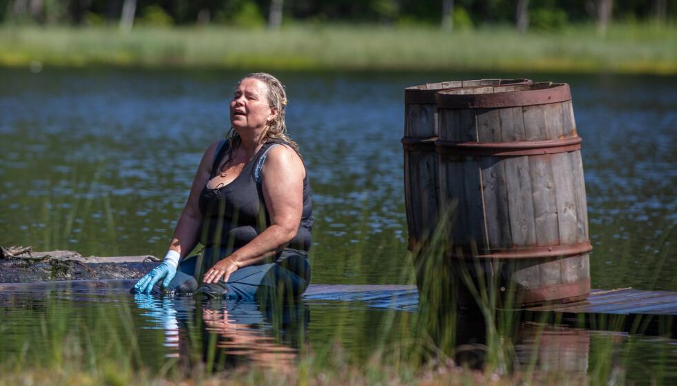 <strong>SKADET:</strong> Et fall i hinderløypa sørget for at Anita Hegerland innså at hun burde bryte konkurransen. Foto: Alex Iversen / TV 2