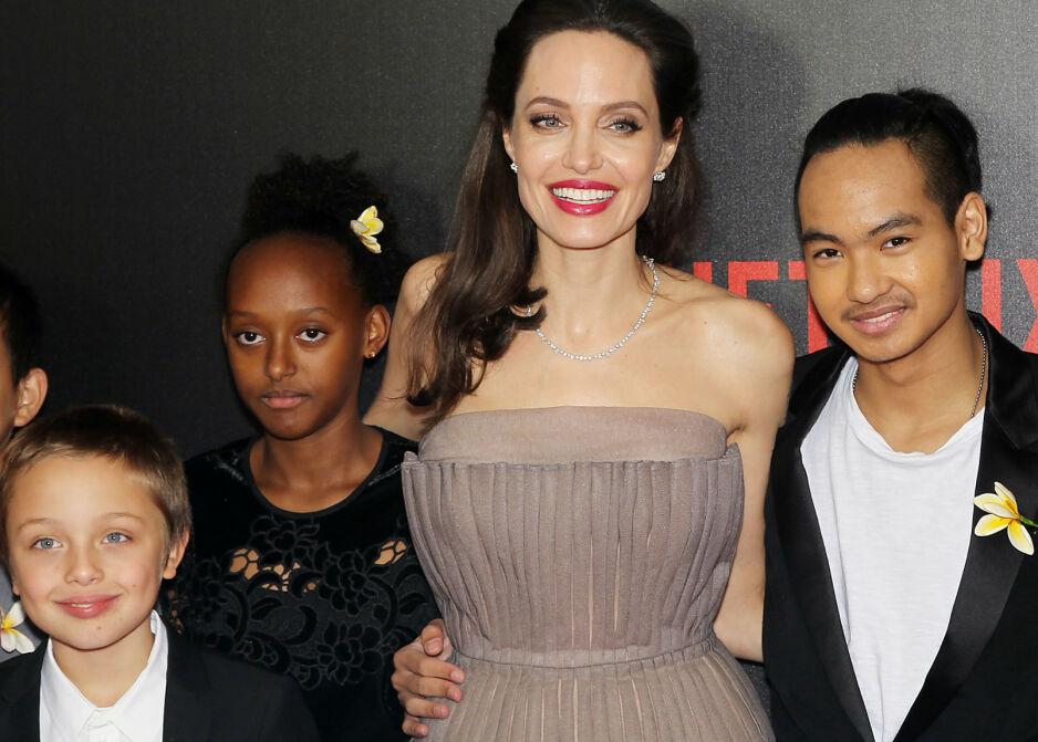 NÆRT FORHOLD: Angelina Jolie og eldstesønnen Maddox Chivan (t.h.) har et godt forhold. I fjor flyttet han til Seoul i Sør-Korea, men nå har han blitt gjenforent med moren grunnet coronaviruset. Foto: NTB Scanpix