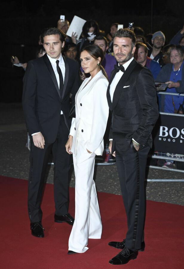 STØTTENDE: Ifølge The Sun støtter Victoria og David Beckham sønnens avgjørelse om å flytte inn med kjæresten. Foto: NTB Scanpix