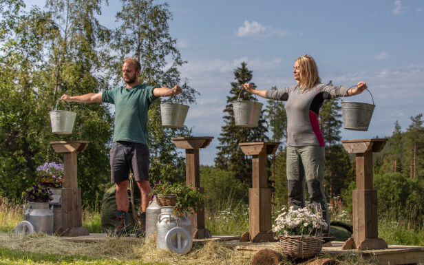 TØFF KAMP: Det ble noen lange minutter da de to semifinalistene møttes i melkespannholding. Foto: Alex Iversen / TV 2