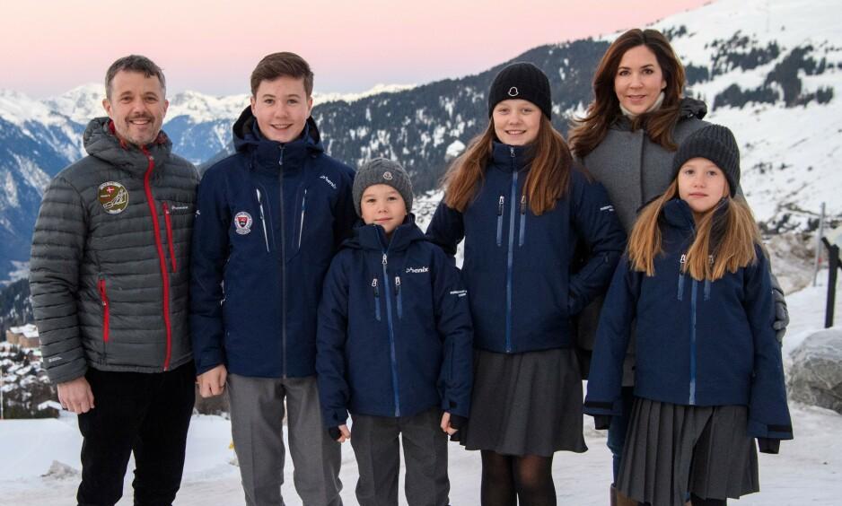 HJEMME IGJEN: De danske kronprinsbarna har siden januar vært bosatt i Sveits der de har gått på kostskole i de sveitsiske alpene. Nylig måtte familien vende hjem igjen på grunn av coronaviruset. Foto: NTB scanpix