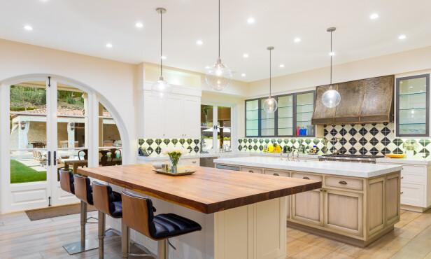 KJØKKEN: Det er god plass å boltre seg på i hjemmets kjøkken. Foto: NTB scanpix