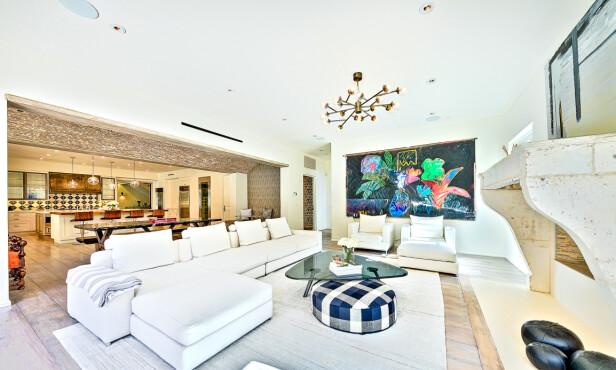 ÅPEN LØSNING: Stue og kjøkken er i ett og samme rom. Foto: NTB scanpix