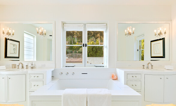 BAD: Her kan hertugparet ta et avslappende bad med utsikt ut over Malibu-fjellene. Foto: NTB scanpix