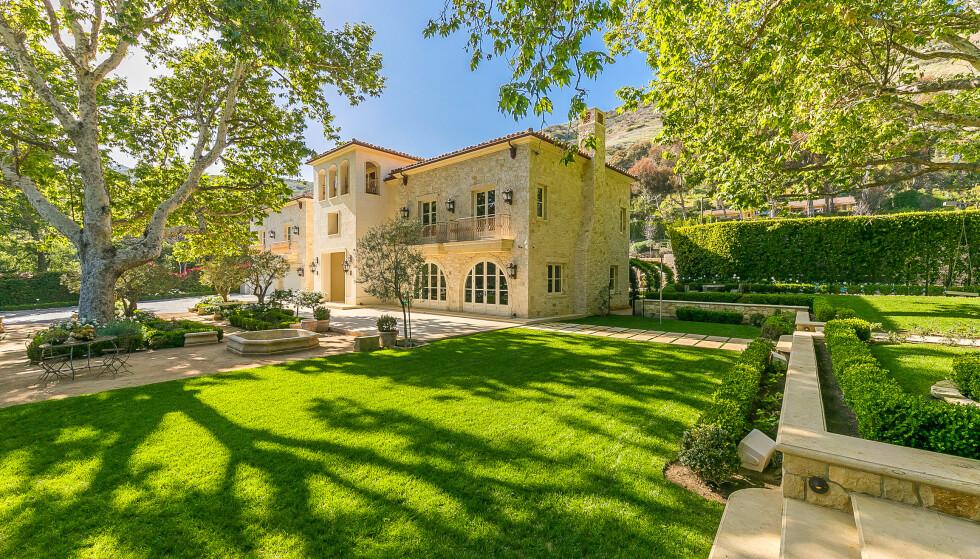 HAGE: Hvis hertugparet skulle gå for dette hjemmet, har de nok hageplass for lille Archie (1) å boltre seg på. Foto: NTB scanpix