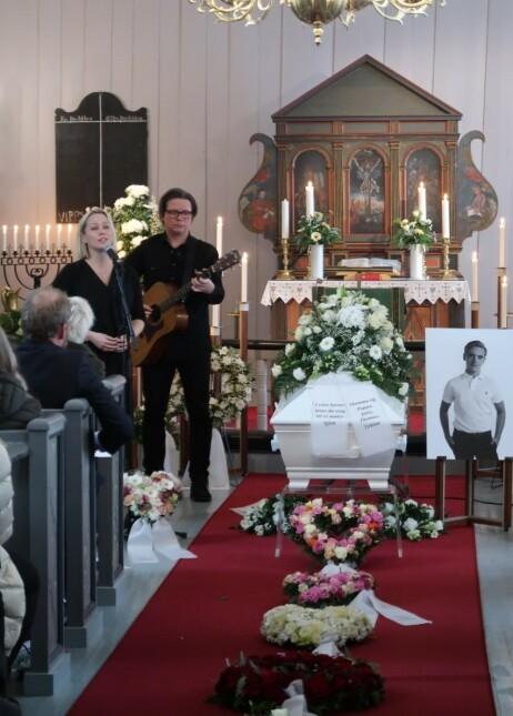 FAVORITT: Sangene til Hanne Sørvaag fikk en spesiell betydning for Marcus da han var syk. Derfor sa den folkekjære artisten ja til å synge i begravelsen. Foto: Privat