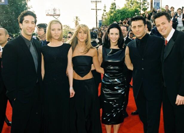 SUPERSTJERNER OVER NATTEN: David Schwimmer, Lisa Kudrow, Jennifer Aniston, Courteney Cox, Matt LeBlanc og Matthew Perry utgjorde de seks bestevennenne i «Friends». Her under SAG Awards i 1999. Foto: NTB Scanpix
